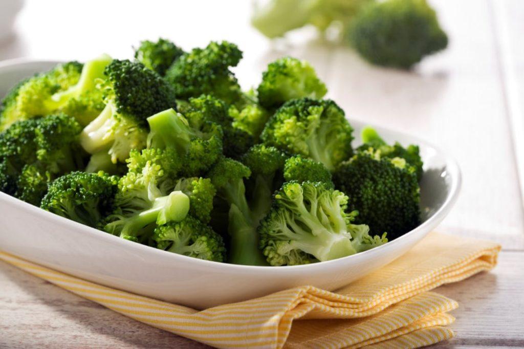 kak prigotovit brokkoli na paru